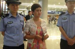 浙江跑路美女老板被押解回国:在非洲过得不好