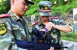 广东边防给95式装美式ACOG瞄镜