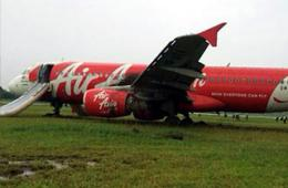 1架亚航航班文莱降落冲出跑道