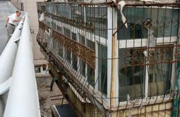 山西新建高架桥紧贴居民楼 最近不足半米