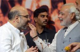 印度人民党任命新主席 总理莫迪喂食糖果表祝贺