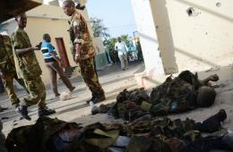 """索马里""""青年党""""对总统府发动进攻 打死数人"""