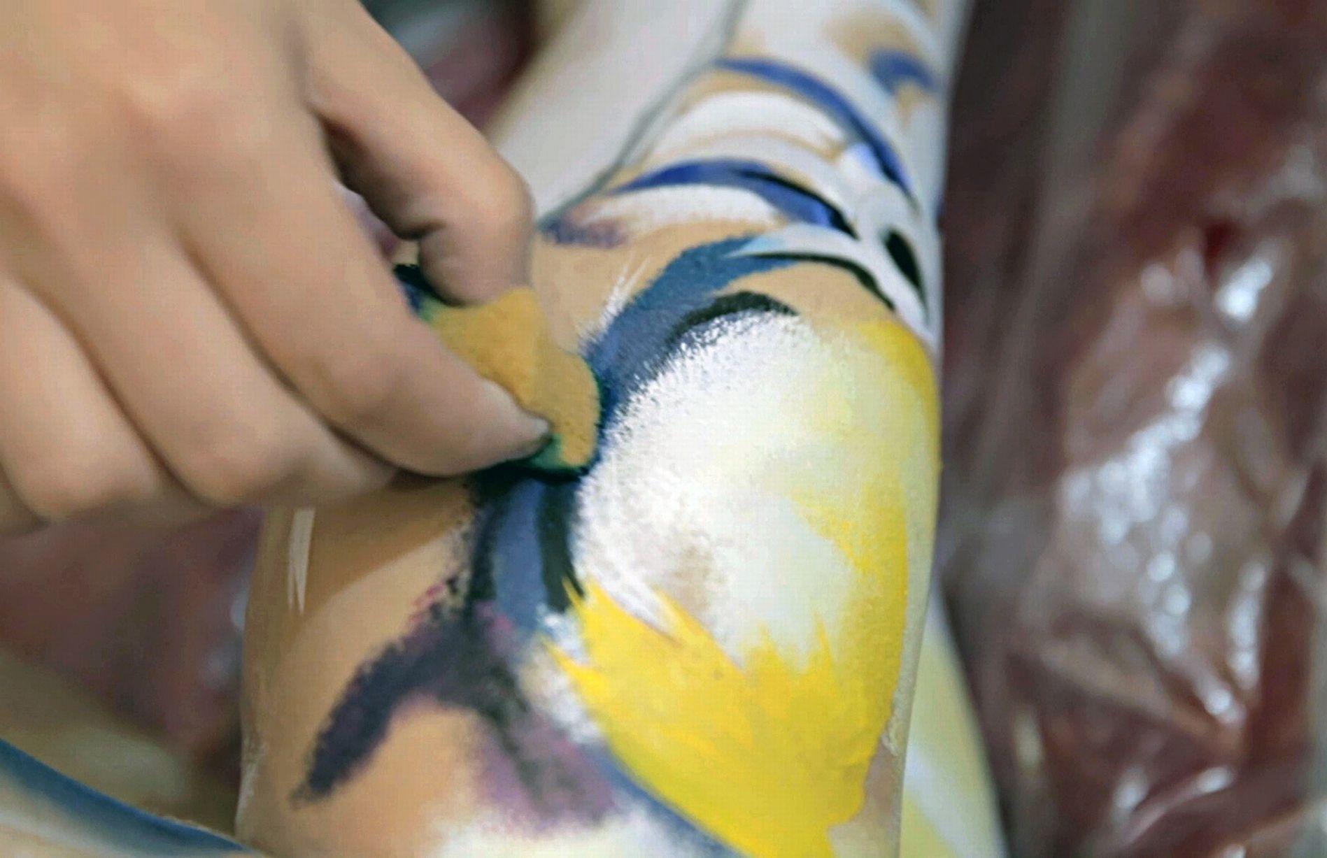 咂舌!英艺术家手下绘神奇人体动物彩绘