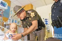 美3岁癌症患儿被任命警员 首个任务是早日康复