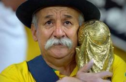 """巴西""""最难过球迷""""不凡气度:输得起才是体育精神"""