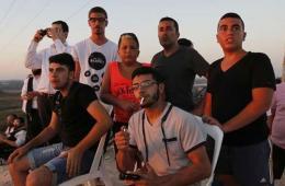 以民众淡定围观以军轰炸哈马斯