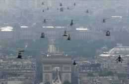 法国巴黎上空直升机群密密麻麻