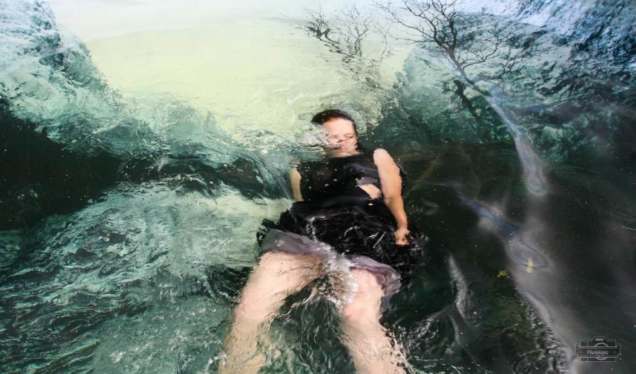 观念摄影:水中曲