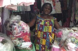 非洲商人倒卖慈善商店二手服装 每天获利26万元