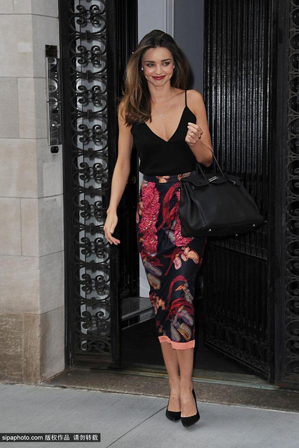 米兰达·可儿7月17日纽约街拍图片