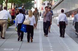 """华盛顿一街道设立""""禁用手机""""通道"""