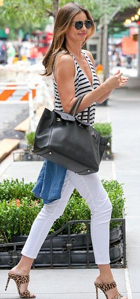 米兰达·可儿纽约街拍秀身材图片