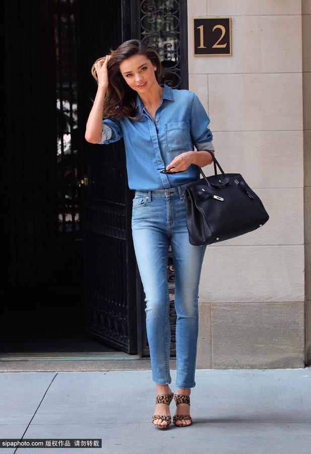 米兰达·可儿7月21日纽约街拍图片