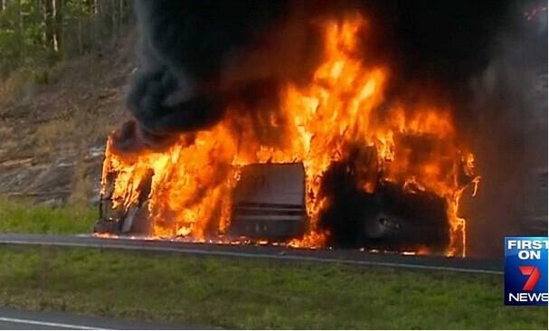 澳大利亚昆州一校车爆炸 数十学生成功逃脱