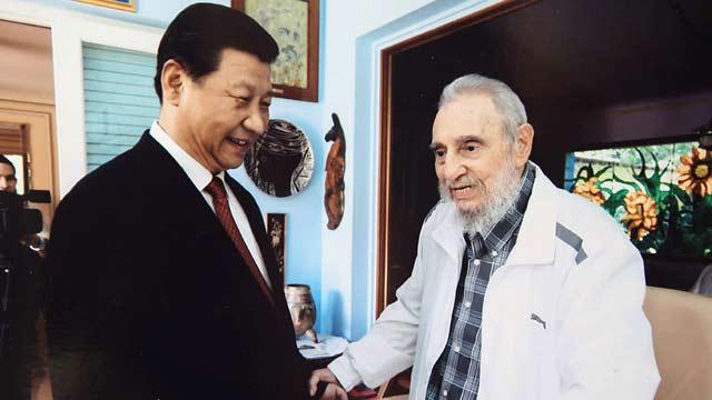 习近平探望古巴革命领袖菲德尔·卡斯特罗 祝其健康长寿