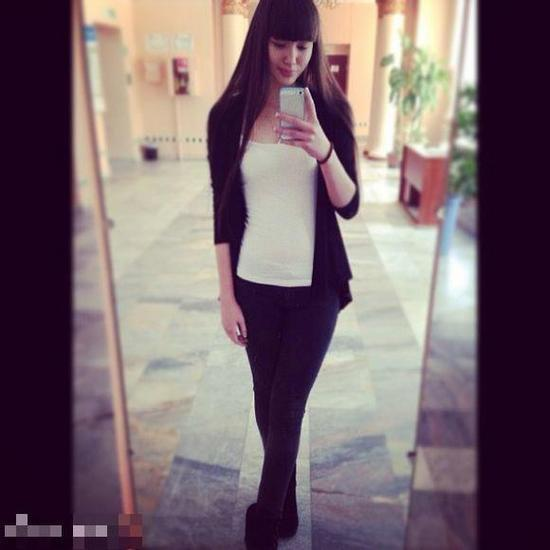 哈萨克女排美少女爆红 魔鬼身材腿长1米2