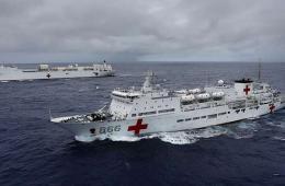 """航拍""""环太平洋-2014""""演习中美海军医院船"""