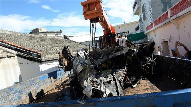 台湾澎湖空难搜救现场直击:飞机残骸被运走