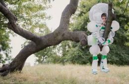 英国推出恶搞儿童套装 呼吁家长不要过度保护