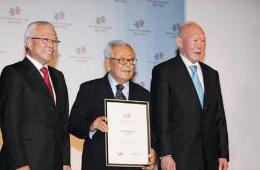 新加坡百岁富豪陶欣伯的为人为事