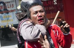 印尼警方关闭著名红灯区 同抗议者发生激烈冲突