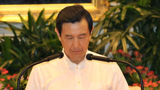 台湾澎湖空难吊唁亡者 马英九为罹难者默哀