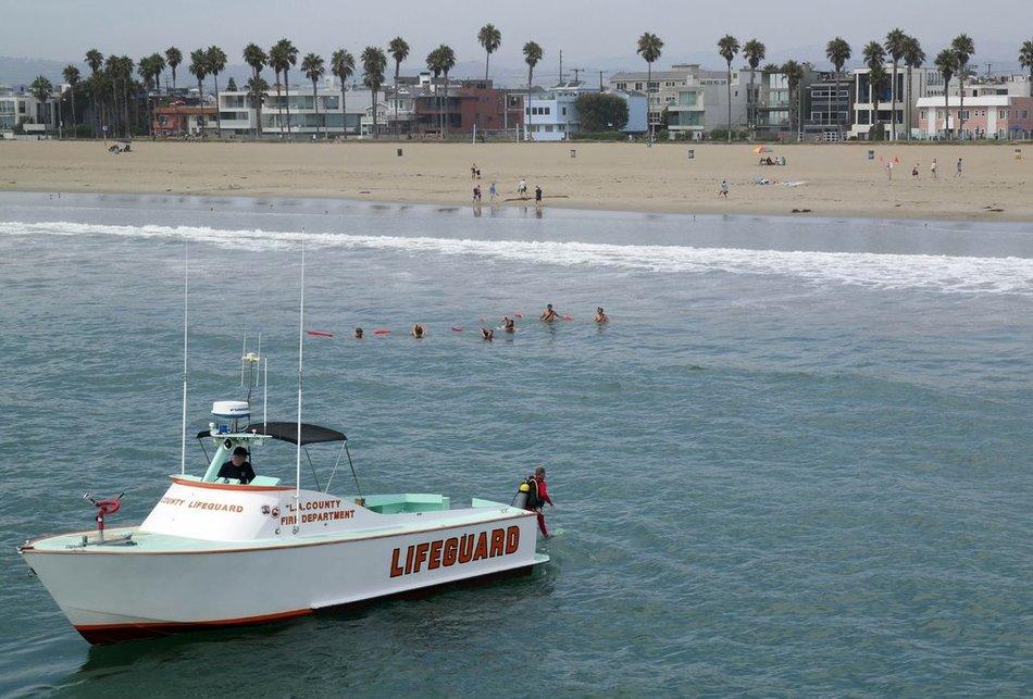 洛杉矶沙滩14人遭雷击1人遇难