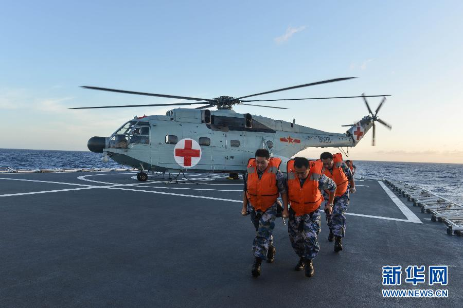 """中国海军医院船""""环太军演""""大规模医疗救援演练"""
