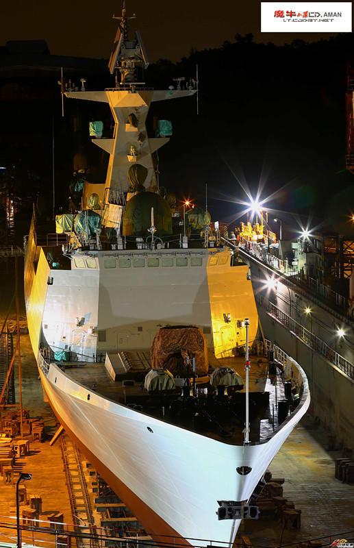 第20艘054A舰夜间下水罕见美照