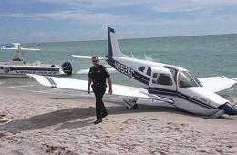 美一小型飞机发生故障浴场迫降 致1名游客死亡