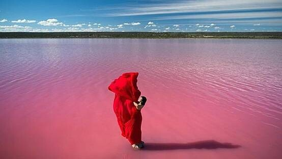 兰蔻用西澳绝美粉红湖当做新口红广告背景(图