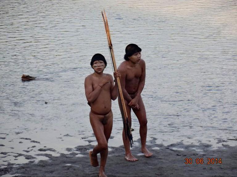 巴西当地土著同印第安人族群协商照片被披露