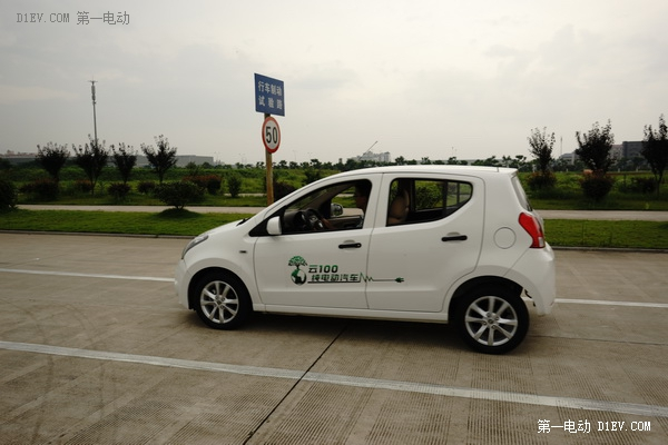 众泰云100纯电动车 网上预售价39800元高清图片