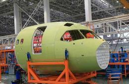 国产大客机C919机头分段下线