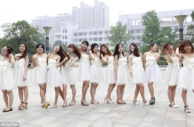 英媒:白色婚纱礼服引领中国毕业潮流 海外看中国 环球网