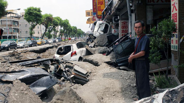 台湾高雄燃气爆炸现场 民众无语且无助