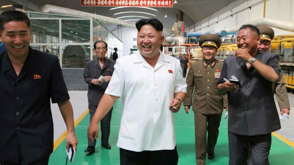 """金正恩视察瓷砖厂 将工厂命名为""""千里马"""""""