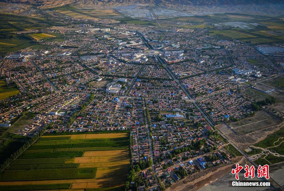 空中俯览世界最大规模八卦城——中国新疆特克斯县