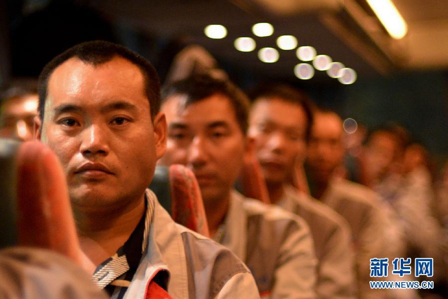 97名中国工人撤出利比亚 中国公民集体撤离暂告结束