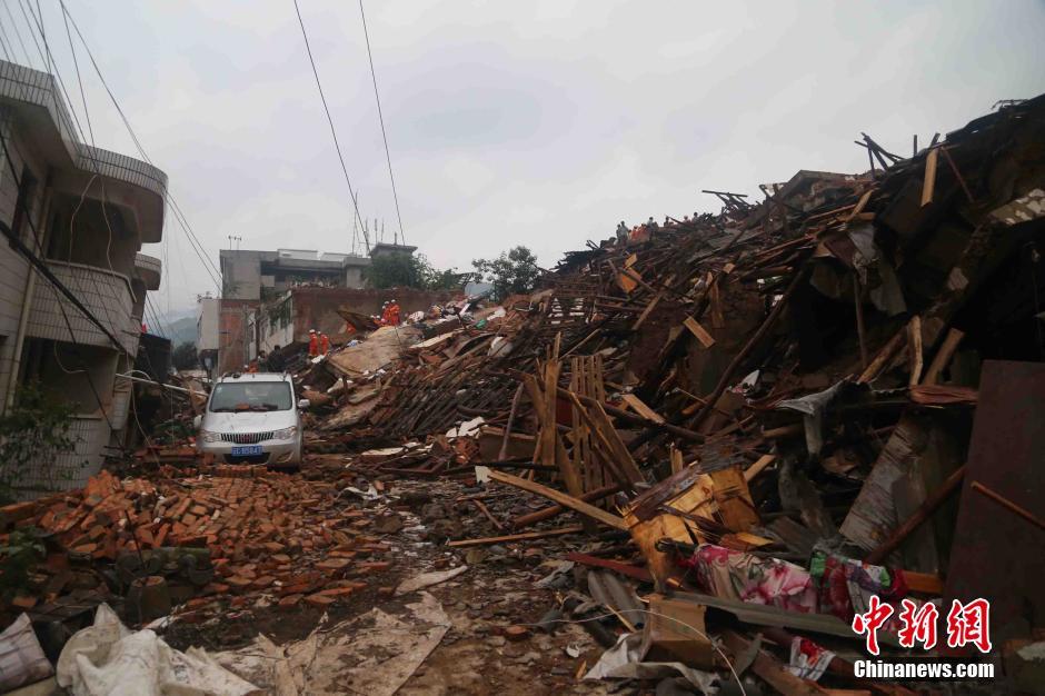 直击云南鲁甸地震灾区现场图片