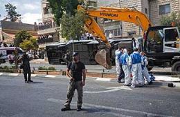 以色列客车遇袭 被挖掘机撞翻