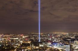 祈祷和平之光划破天空 英国纪念一战百年