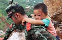 鲁甸抗震救灾一线中国军人剪影