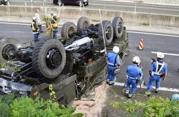 日本陆上自卫队卡车翻车 导致22人受伤