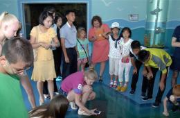 外国青少年参加朝鲜夏令营 看电影打游戏