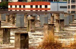 重庆数百建筑预留墩林立酷似墓碑