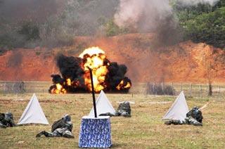 解放军战士训练场苦练杀敌本领-中国军事图