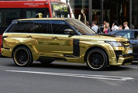 沙特富豪驾金色豪车现身伦敦