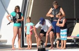 比尔盖茨携全家度豪华假期