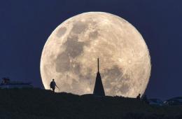 """新西兰:""""超级月亮""""升起 美轮美奂"""